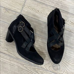 Earth Black Leather Amber Booties - sz 9.5